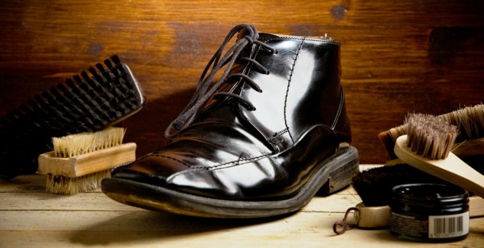 How to Shine Shoes with and without Polish